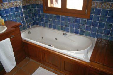 Finca Cas Poble - Badewanne mit Whirlpoolfunktion