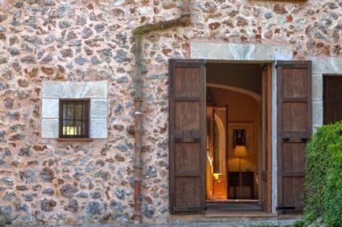 Eingang hinter dem Haus