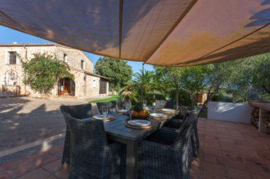 Finca Can Gall - Terrasse mit Sonnensegel