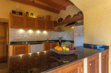Finca Can Gall - Küchentheke mit Obstschale