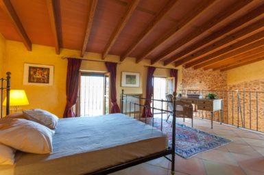 Finca Can Gall - Doppelbett im Schlafzimmer OG