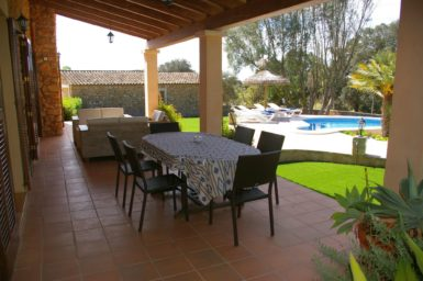 Finca Can Ravell - Essbereich auf der Terrasse