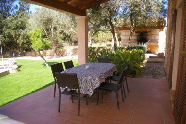 Finca Can Ravell - Esstisch auf der Terrasse