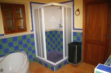 Finca Can Ravell - Bad mit Dusche