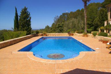 Der große Pool der Finca Can Xigala