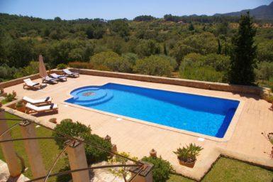 Blick auf den Pool der Finca