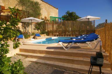 Finca Hortella - Pool mit Poolterrasse