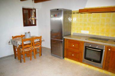 Finca Hortella - großer Kühlschrank in der Küche
