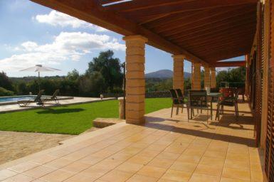 Finca Manolo - Rasenfläche vor der Terrasse