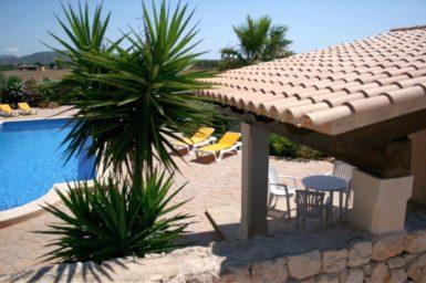 Finca Pegasus - überdachte Terrasse am Pool