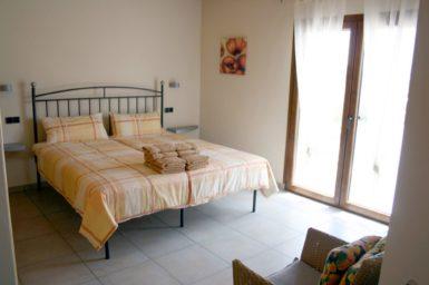 Finca Pegasus - Schlafzimmer mit Zugang auf die Terrasse