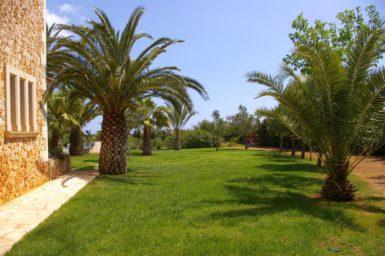 Finca Mallorca mit viel Rasenflächen
