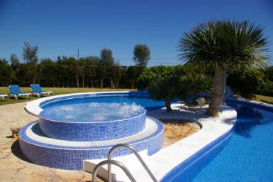 Paradisische Gartenanlage mit Pool und Whirlpool