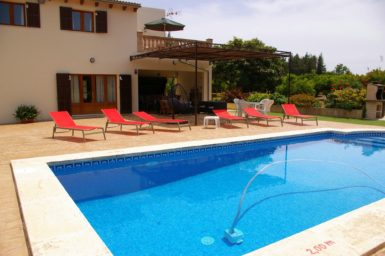 Finca Sa Taulada - Pool mit Sonnenliegen