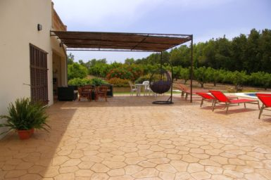 Finca Sa Taulada - überdachte Terrasse am Pool