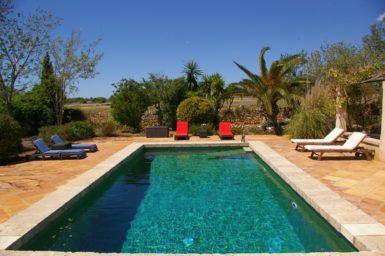 Der Pool im schönen Garten