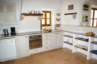 Küche mit Zugang auf die Terrasse