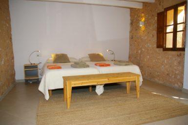 Großes Schlafzimmer im Erdgeschoss