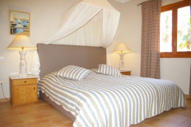 Finca Can Roig - Schlafzimmer mit Doppelbett
