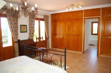 Finca Can Roig - Schlafzimmer mit Balkon