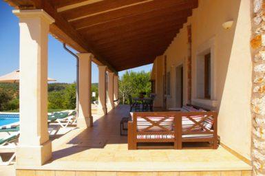 Finca Sa Bassa Seca - große überdachte Terrasse