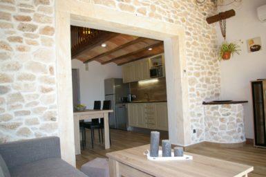 Finca Ses Donardes - Durchgang zur Küche