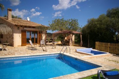 Finca Ses Donardes - Pool und Kinderpool