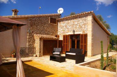 Finca Ses Donardes - Terrasse hinter der Finca