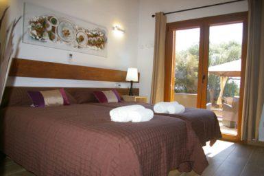 Finca Ses Donardes - Schlafzimmer mit Zugang auf die Terrasse