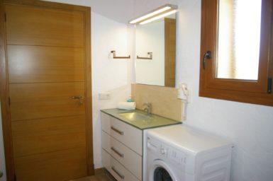 Finca Ses Donardes - Bad mit Wanne und Waschmaschine