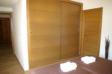 Finca Ses Donardes - Einbauschrank im Schlafzimmer