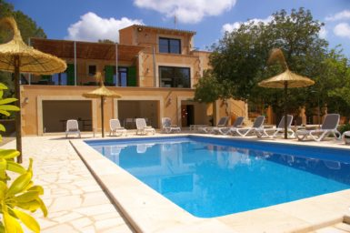 Luxus Finca mit Pool in ruhiger Lage