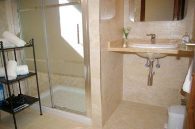 Bad mit Dusche Finca Romani