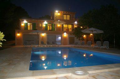 Finca Romani bei Nacht