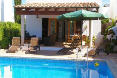 Ferienhaus Hector - überdachte Terrasse am Pool