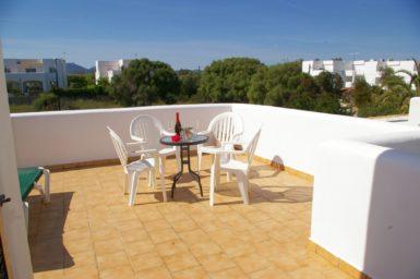 Ferienhaus Hector - Balkon mit Außenmöbel