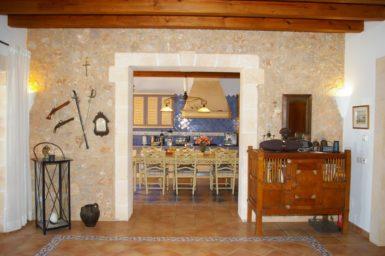 Durchgang zur Küche und Esszimmer