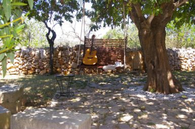 Schattiger Platz unterm Baum