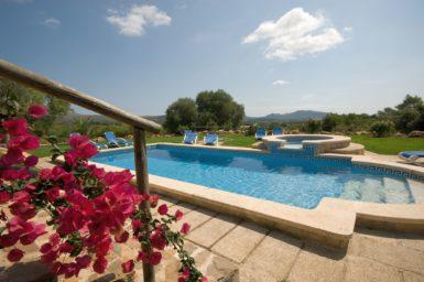 Finca Can Biel - Pool mit Sonnenliegen