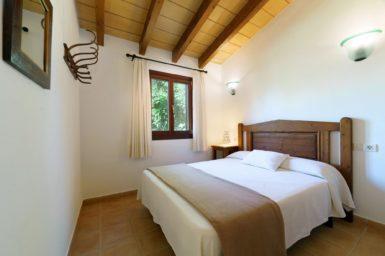 Finca Can Cristet - Schlafzimmer mit Doppelbett