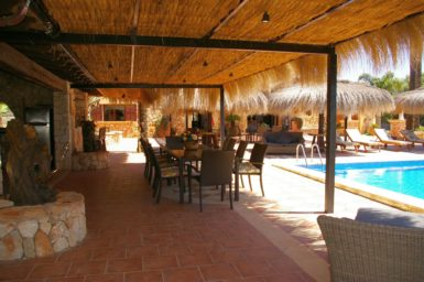 Überdachte Terrasse am Grillhaus