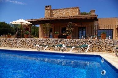 Finca El Cel - Sonnenliegen am Pool