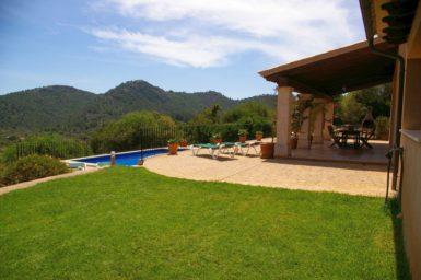 Finca El Cel - Rasenfläche am Haus