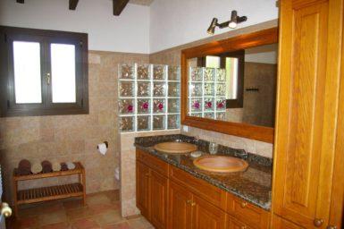 Finca El Cel - Bad mit Doppelwaschbecken