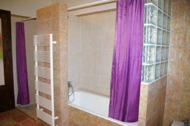 Finca El Cel - Bad mit Badewanne und Dusche