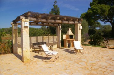 Außengrill am Poolbereich Finca Es Garrigo