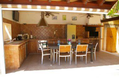 Poolhaus mit Außenküche