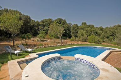 Finca Es Puchet - Whirlpool am Pool