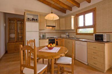 Finca Es Puchet - offene Küche mit Essplatz
