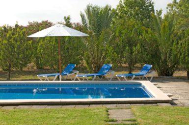 Finca Rustica - Sonnenliegen am Pool